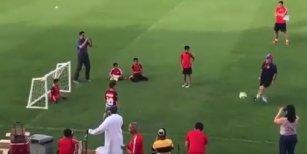 Diego Maradona le hizo un gol a un nene sin piernas que quería atajarle un penal