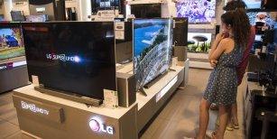 En medio de la inflación, bajan los precios de los televisores y celulares hasta un 25 %
