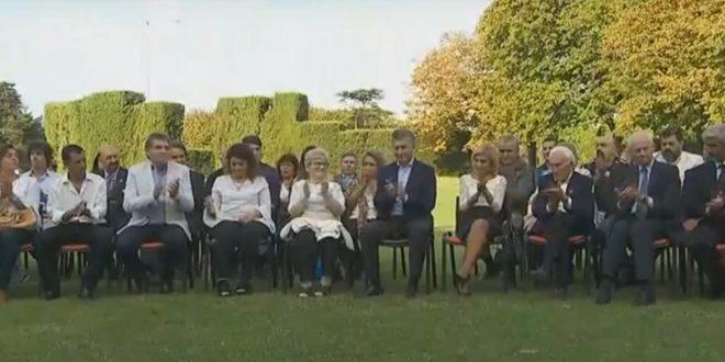 Mauricio Macri con los familiares de soldados caídos en Islas Malvinas