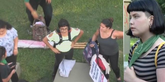 Poca gente: Corpiñazo contra sanción a alumna de colegio de Villa Urquiza