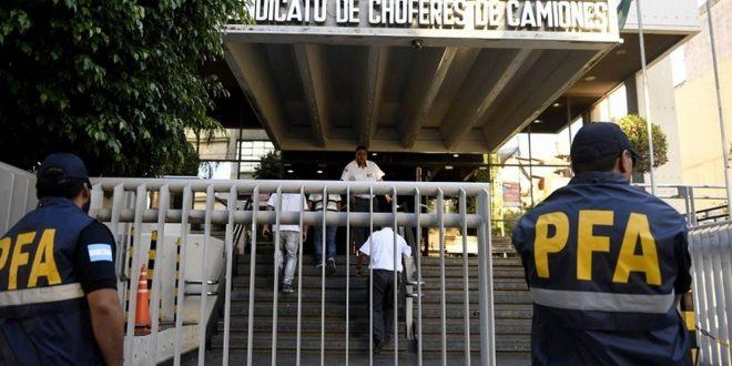 Allanan la sede de Camioneros por presunta extorsión contra empresarios de transporte