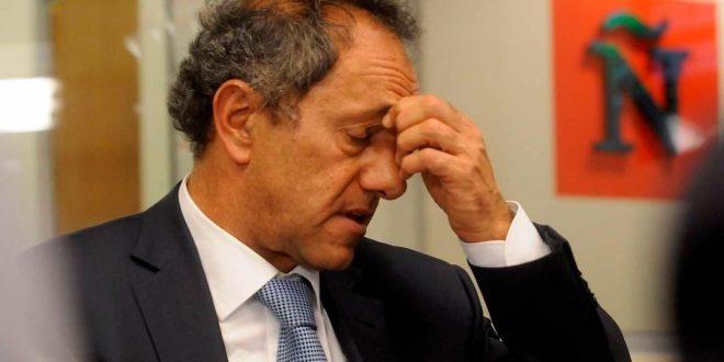 Fiscal pide que Daniel Scioli no pueda salir del país