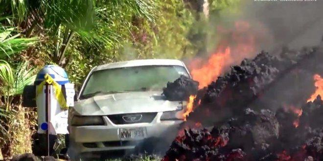 Video: El momento justo cuando la lava consume a un vehículo