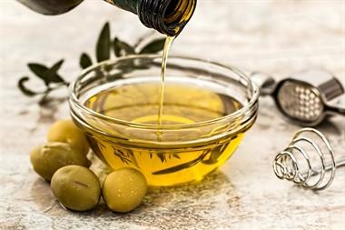 La ANMAT prohibió el uso y la comercialización de un aceite, una crema y un producto médico
