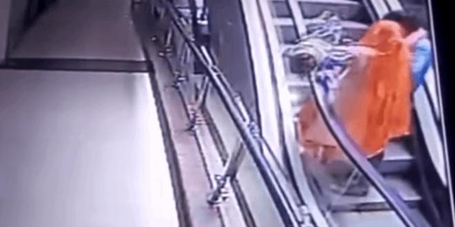 Video: Murió un bebé al caer de las manos a su madrepor sacarse una selfie