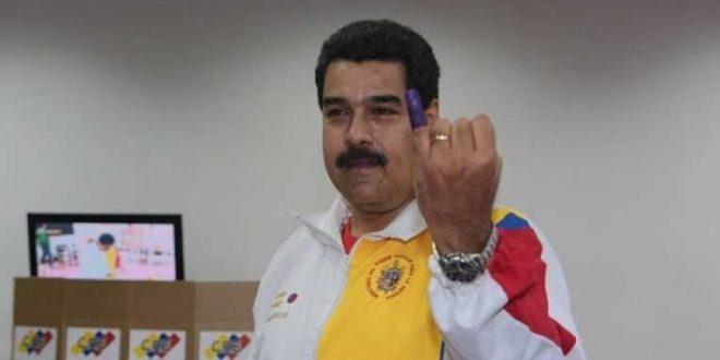 """Maduro: """"Tu voto decide, votos o balas, paz o violencia"""""""