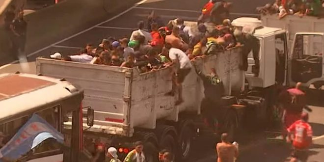 Audio imperdible : Así arrean gente los Moyano sean camioneros o no para que hagan bulto