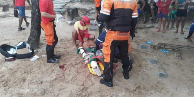 Video: Impactantes imágenes del rescate del joven atacado por un tiburón en Brasil