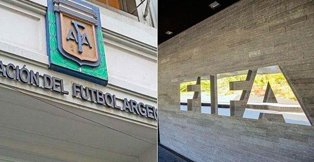 La FIFA sancionó económicamente a la AFA