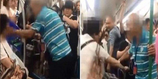 Video: Un anciano abofetea a una mujer en el subte por no cederle su asiento