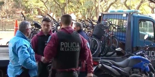 Detuvieron a hermano de famoso actor por robar bicicletas en Ciudad Universitaria