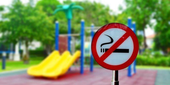 Buscan ampliar la prohibición de fumar en plazas , parques o espacios donde se practica el deporte.
