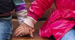 Dos hermanos de 11 y 14 años esperan que alguien los adopte juntos