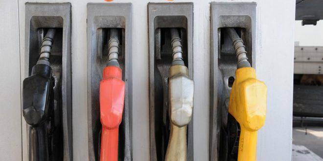 En Argentina, el salario minimo alcanza para comprar más nafta que en la región pero menos que en Europa