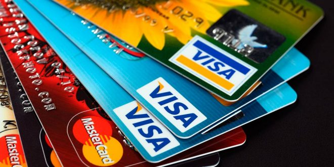 Los bancos deberán devolver un cargo cobrado por años a usuarios de tarjetas