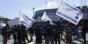Aerolíneas Argentinas suspendió a 376 empleados por el paro del 8 de noviembre