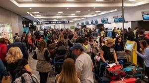 Aerolíneas suspendió a 376 trabajadores y los gremios anunciaron protestas