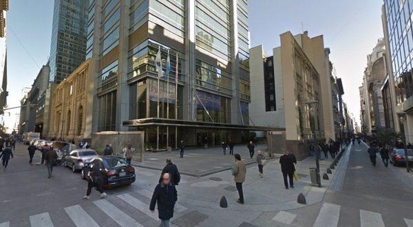 Amenaza de bomba en Banco Galicia : Evacuaron a 2.000 empleados del edificio