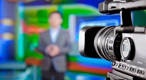 Video: Conductor de televisión sufre un infarto en vivo