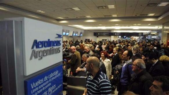 Aerolíneas Argentinas sigue sumando problemas : Anunciaron un paro de todos los vuelos para el lunes 26 de noviembre