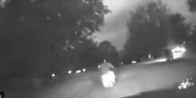 Video: así actúa la policía británica con los motochorros para detenerlos