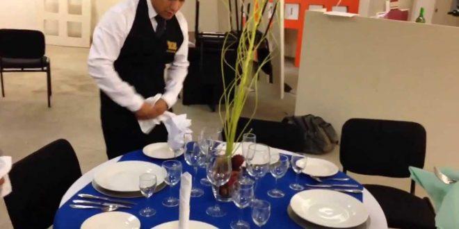 """Un fallo declara """"ilegal"""" cobrar el servicio de mesa si el cliente no lo solicita"""