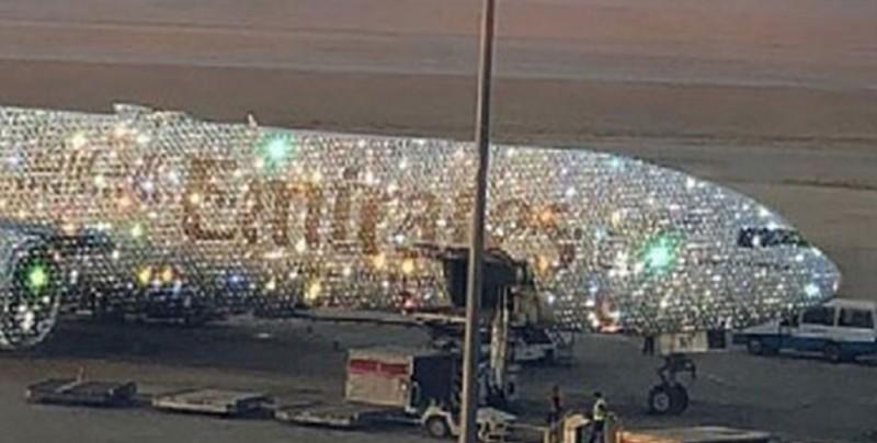 El Boing 777 de Emirates cubierto de cristales y diamantes
