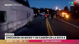 Chocaron un micro y un camión en Arrecifes: tres heridos graves