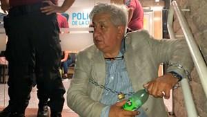 Piumato se encadenó en una comisaría para pedir que liberen a una empleada judicial