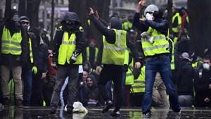 """Tensión en París por otra marcha de """"chalecos amarillos"""""""