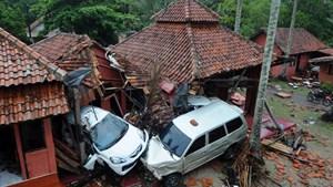 """Tsunami """"volcánico"""" en Indonesia: más de 200 muertos y 28 personas desaparecidas"""