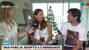Una pareja adoptó cinco hermanitos de entre 7 y 14 años