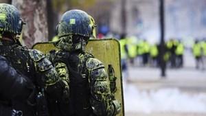 Video viral: policías franceses se niegan a reprimir a chalecos amarillos