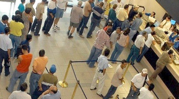 Un banco deberá pagarle $40.000 a un cliente por hacerlo esperar casi una hora