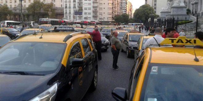 Los taxis nuevamente en protesta : Ahora por una ley aprobada por la legislatura