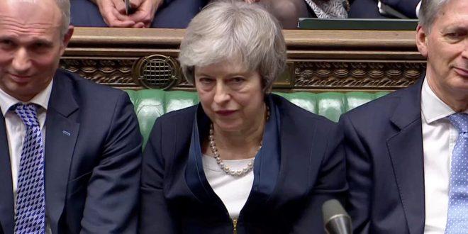 El parlamento británico rechazó el Brexit