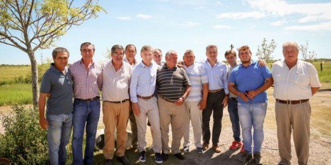 Macri recorrió zonas inundadas y se reunió con productores damnificados