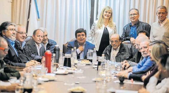 Todo el PJ bonaerense desconcertado ante el posible desdoblamiento de las elecciones