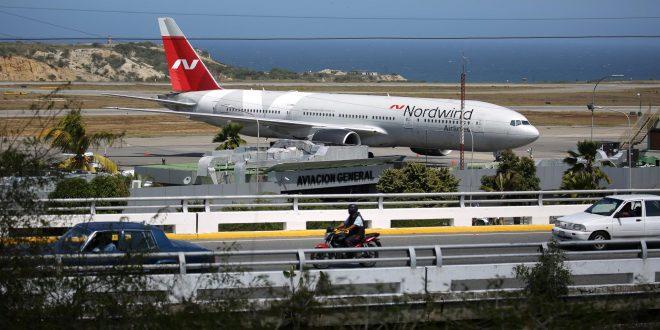Un enorme avión ruso llegó a Venezuela y la oposición cree que Maduro lo usará para sacar las reservas de oro