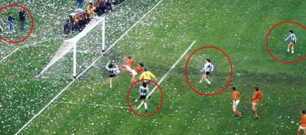 Un foto inédita del gol clave de Kempes en el Mundial 78 devela una historia increíble y se hace viral