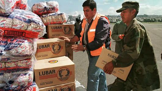Video en vivo : Comienza la entrega de ayuda humanitaria a Venezuela y crece la tensión en la frontera con Colombia