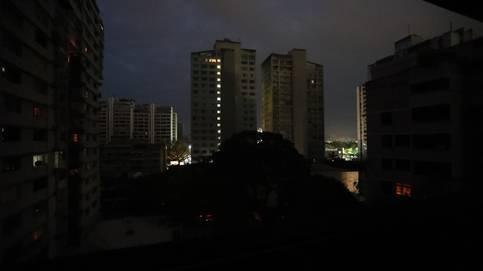 Comenzó a restablecerse el servicio de energía en varias zonas del país tras el masivo apagón