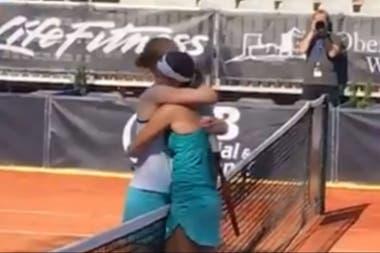 Video: El beso de las tenistas que se enfrentaron por primera vez