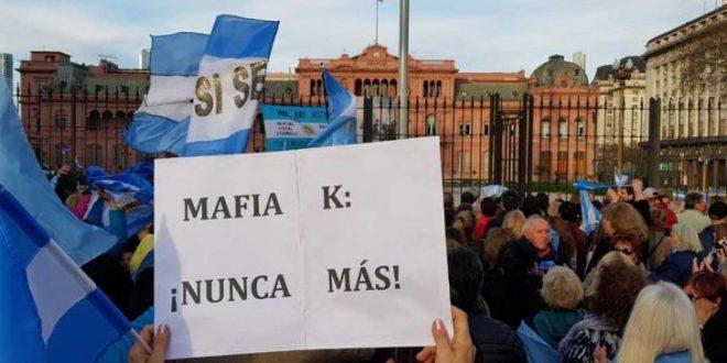 Masiva marcha en Plaza de Mayo a favor del presidente Mauricio Macri