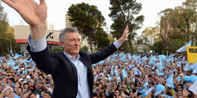 Macri evalúa recortar a sólo un año la duración de los planes sociales