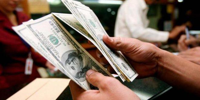 Los bancos deberán consultar una base de datos antes de habilitar una operación de venta de dólares