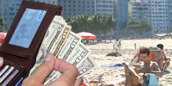 El dólar turista tendría un valor de $82 para compra de pasajes y uso de la tarjeta en el exterior