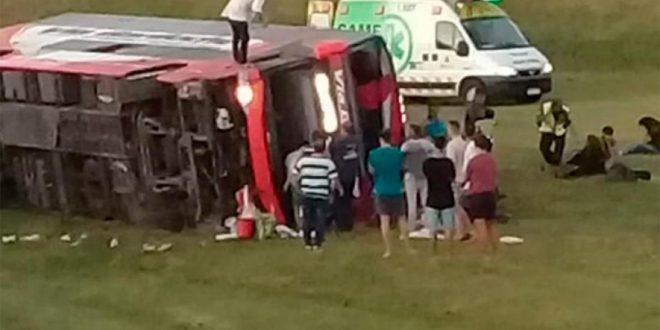 Volcó un micro en la Ruta 2, muertos y heridos