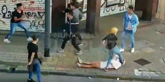 Video impactante: una mujer quedó inconsciente luego de recibir un feroz golpiza