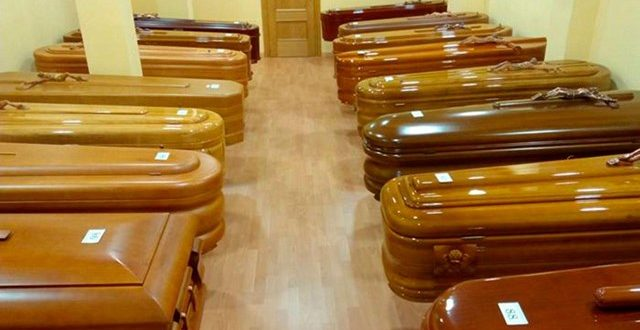 """La Ciudad de Buenos Aires analiza comprar 2700 ataúdes y 1600 urnas funerarias """"para no tener un cuello de botella"""""""